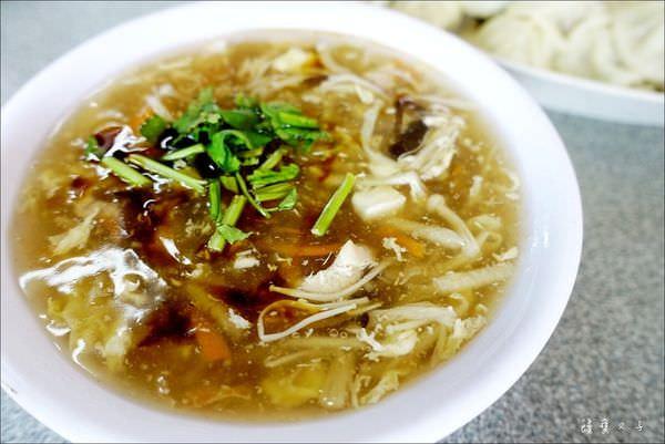 正常鮮肉小籠湯包 (8).JPG